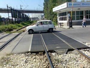 Pavement on level crossing – rubber panels (First pilot project – installation in 2002, entrance to Belgrade Fair)